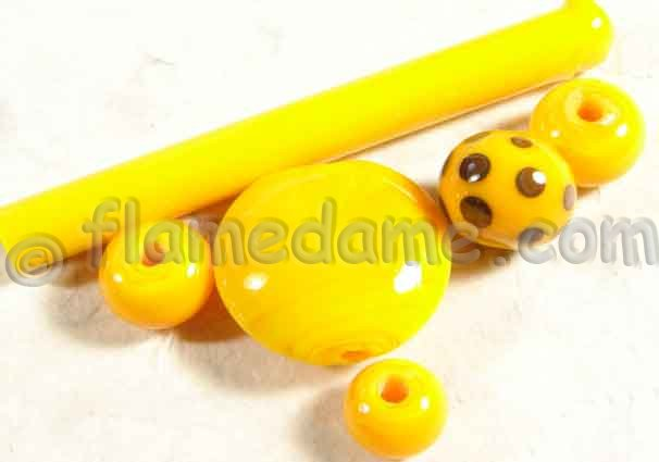 Lauscha Yellow LEMON Opaque 10-12 mm - Click Image to Close